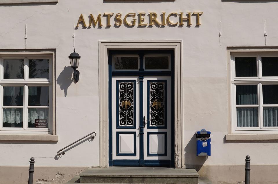 Übersetzungsdienste vor Gericht mit Gebärdensprache